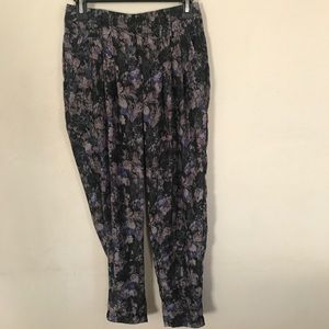 Urban Outfitters Pants - Kimchi Blue {UO} Floral High Rise Crop Pants